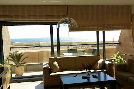 Beach, pool & parking. 2 room Apt. - Tel Aviv-Yafo