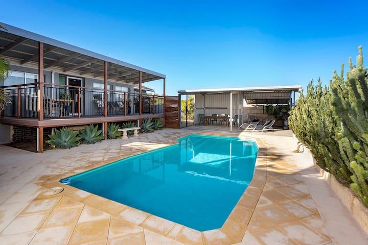 Jasmin Views : central : pool : views : spacious