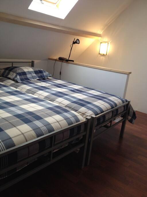 possibilité de rapprocher les lits à l'étage