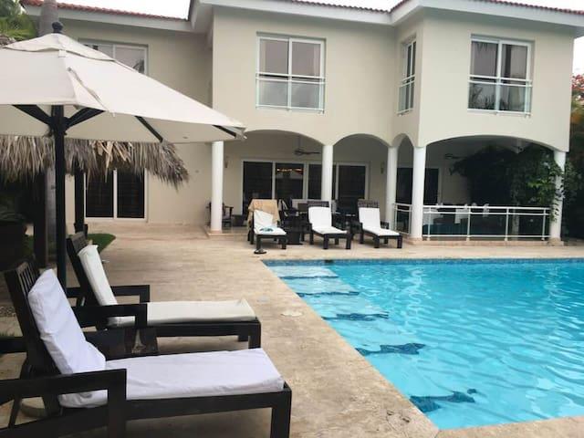 Luxury 5 Bedroom Villas at 5* All-Incl VIP Resort.