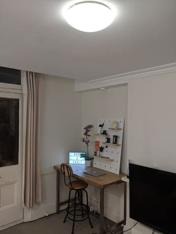Bed in Apartment minutes from Kings Cross!