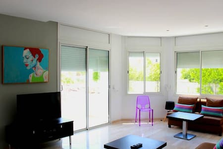 Fully furnished 2 bed. apartment - Les Berges du Lac