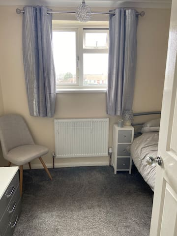 Single room available in clean friendly home