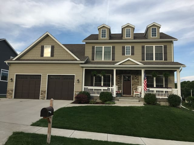 Large modern home close to Downtown and Kinnick.