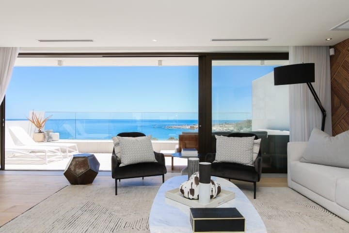 Stunning Ocean & Mountain Views  in Camps Bay 