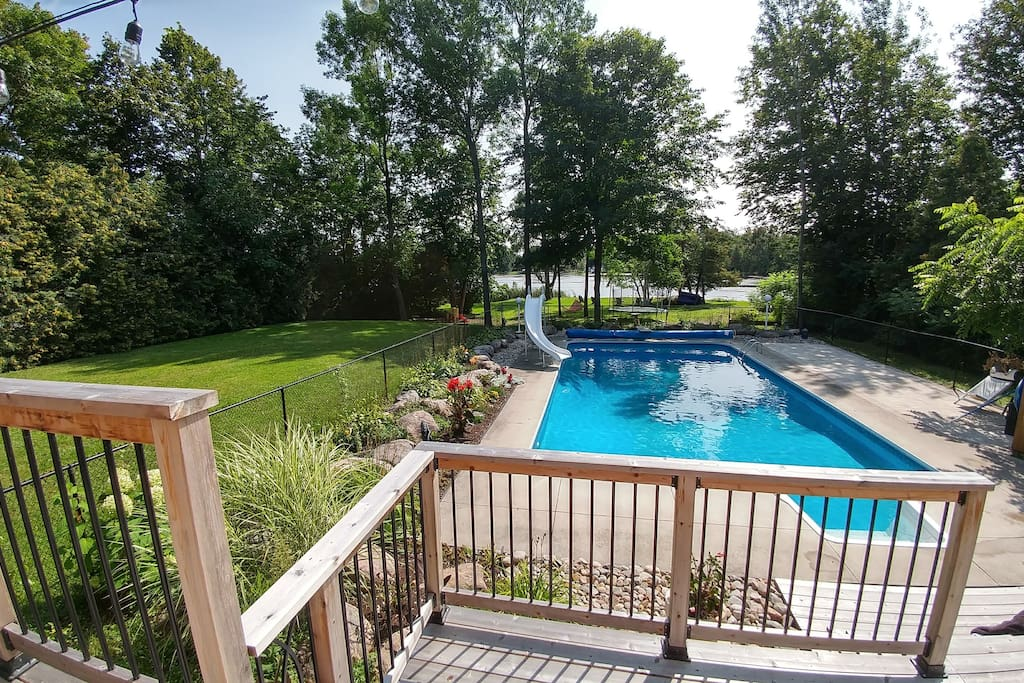 Beautiful private back yard with lakeview