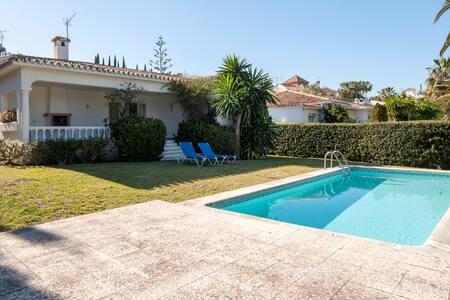 Schöne Villa Pool Garten Ruhelage - Estepona