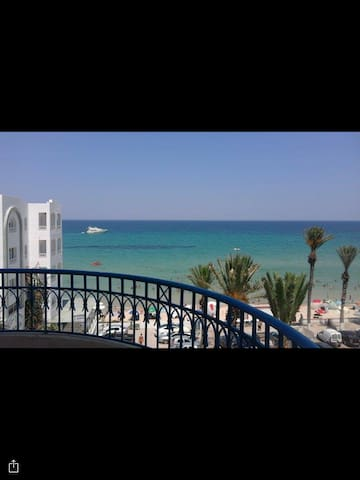 Appartement in front of the sea