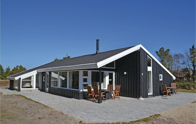 Holiday cottage with 5 bedrooms on 175m² in Fanø