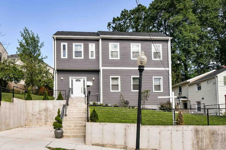 New Modern 3 Bedroom 3 Bath Home Central Location