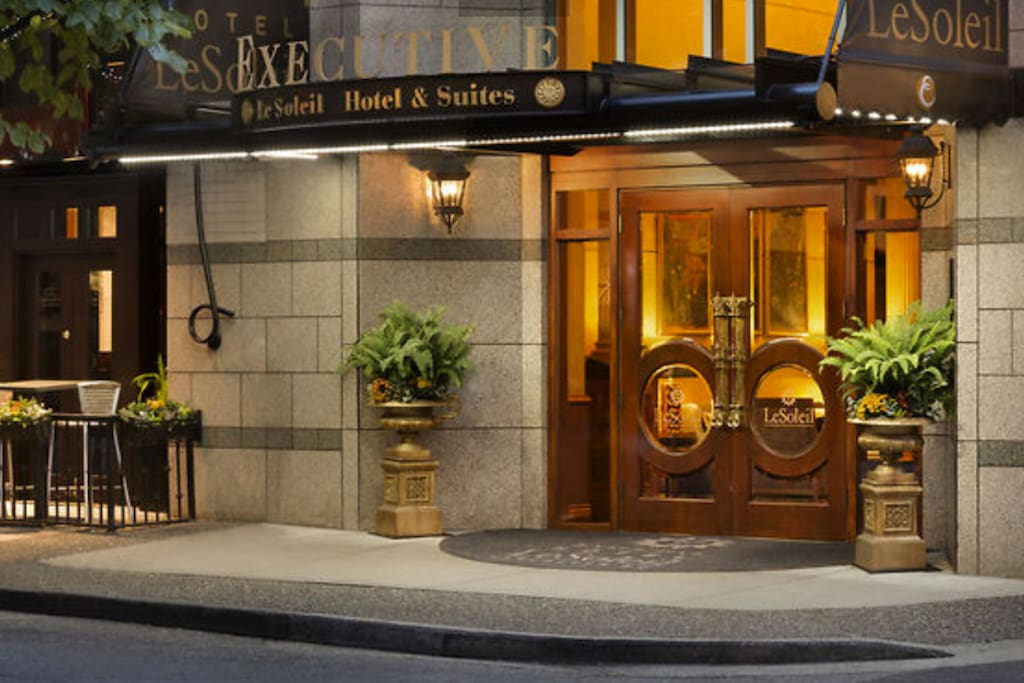 Private suite in luxury hotel le soleil boutique hotels for Best boutique hotels vancouver bc