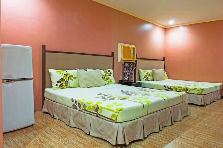 The Villa Khristalene Resort - Resort Deluxe Room - Talisay - Villa