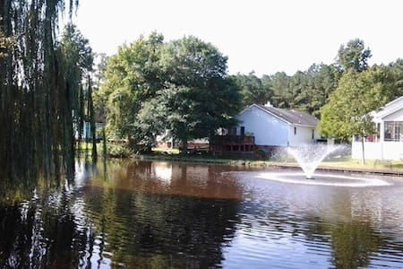 Gorgeous View and a relaxing home.. - New Bern - House