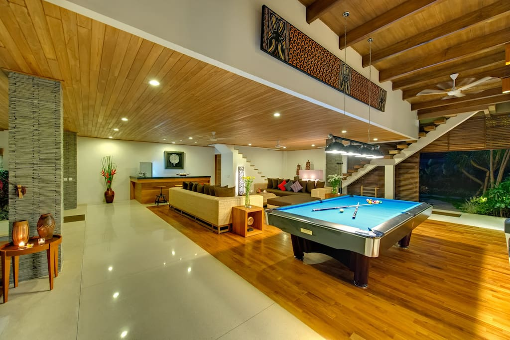 Living room & pool table