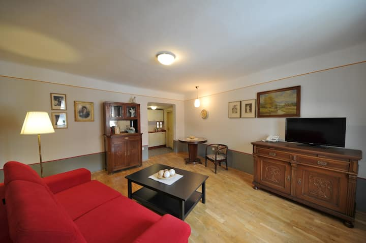 Stylish apartment for 7 people near the castle
