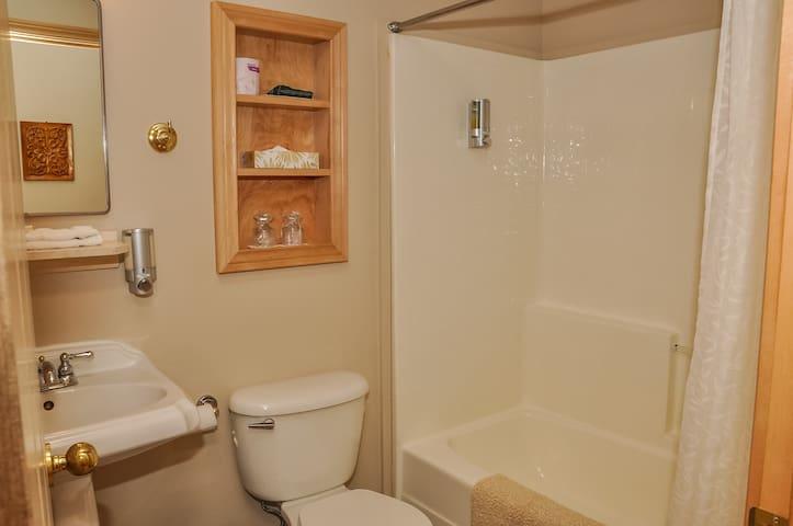 Chanterelle Country Inn  -queen rooms