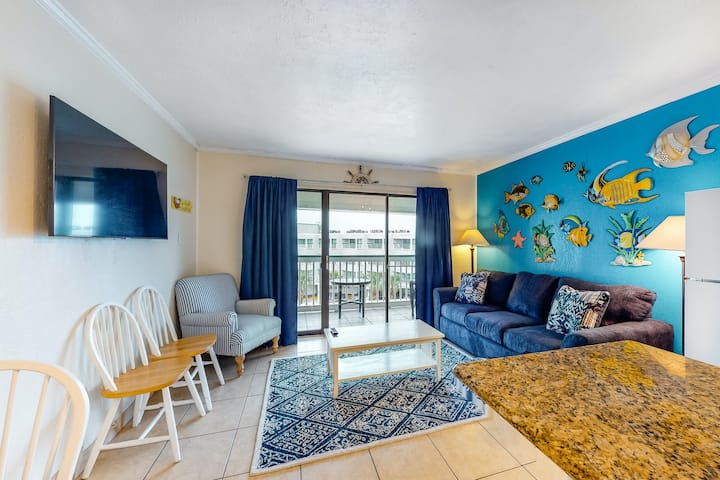 Comfy One-Bedroom Home Near Beach w/Free WiFi, Shared Pool & Hot Tub/Central AC!