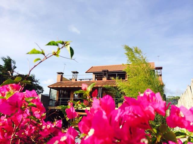 Serene Taal lake house - Talisay - Dům