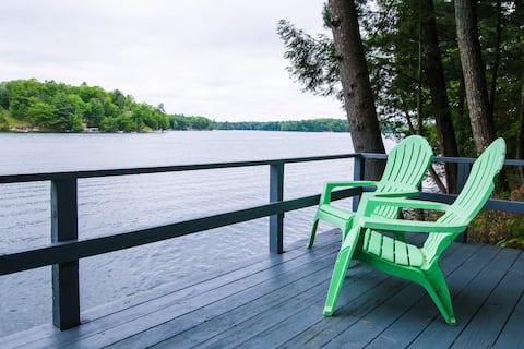Northern Echo | Lake Views, Sauna & Remote-Work!