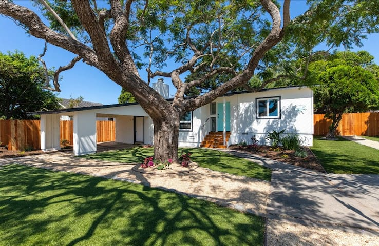 Newly renovated Beach Home w/ Spa, Luxe Amenities