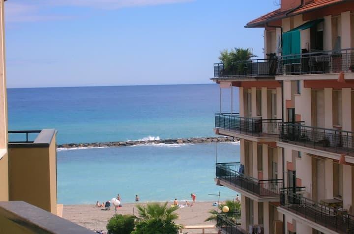 Casa con vista a San Bartolomeo al Mare