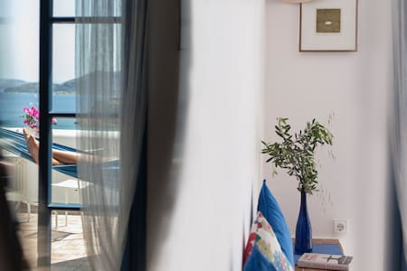 7 Olives Private Apt, superb, double bed, sea view