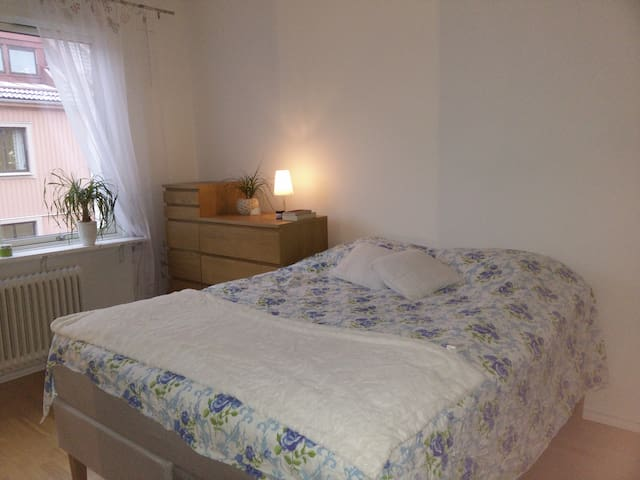 Calm 2-room apartment 10 minutes from Göteborg C.