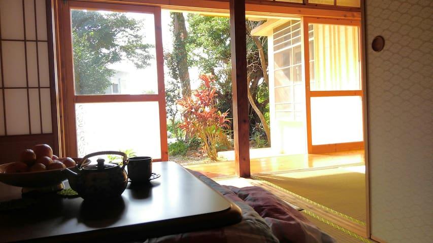 静かな空間~海と木々と畳の古民家です~