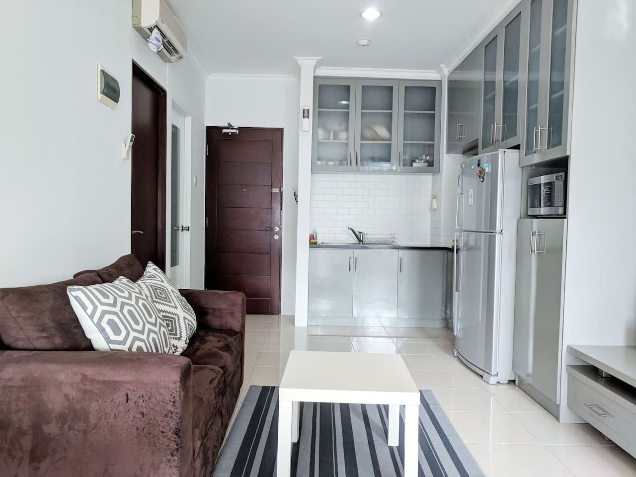 Newly renovated apartment with a complete kitchen for cooking!