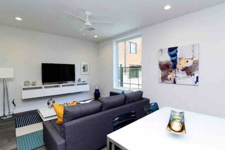 Discounted Chic and New Downtown Condo w/Parking