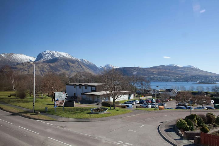 Modern apartment, great views with transport links - Corpach - Apartment