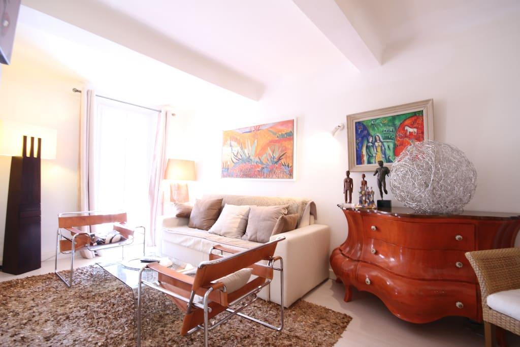 Salon avec Sofa dans un décor chic et contemporain