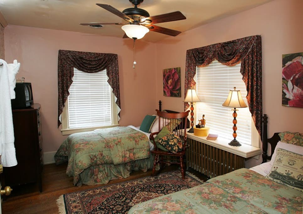 James Geddy Family Suite Twin Beds