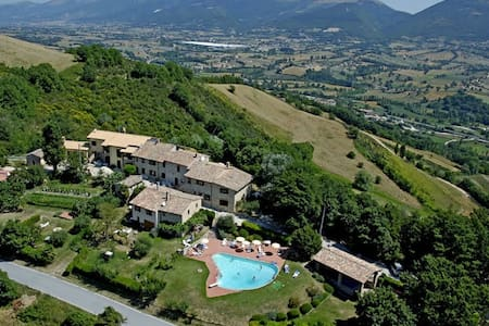 Borgo medievale piscina - Contadino - Pérouse