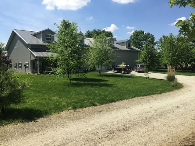 Ultimate Mancave/Party Barn + Cabin - Noblesville - Inny