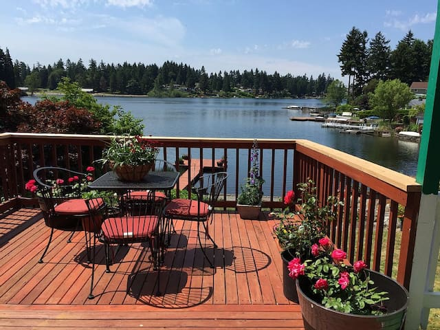 Lakefront Fenced Beautiful Steel Lake Home