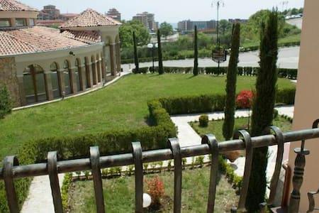 Villa Romana 30-С (1 bed) - Елените - วิลล่า