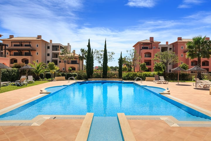 Luxury 2 bed Vilamoura PENTHOUSE - WIFI, 2 pools