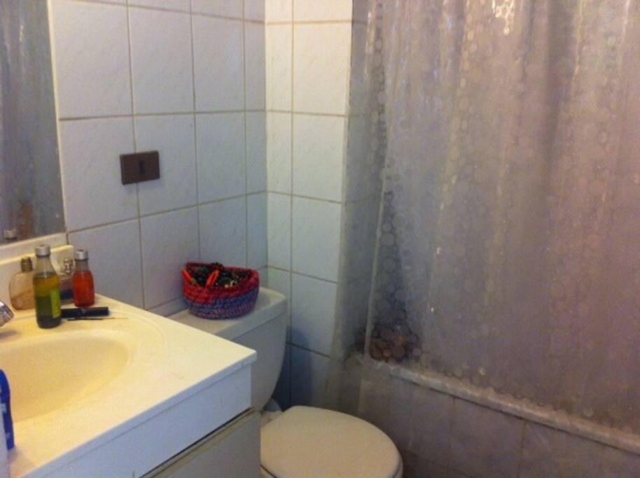 Baño privado de la habitación.