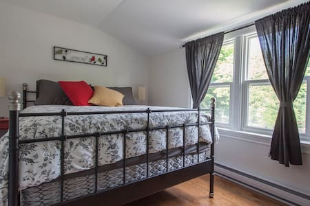 August Morning BnB Rm1 Orillia, ONT - Orillia