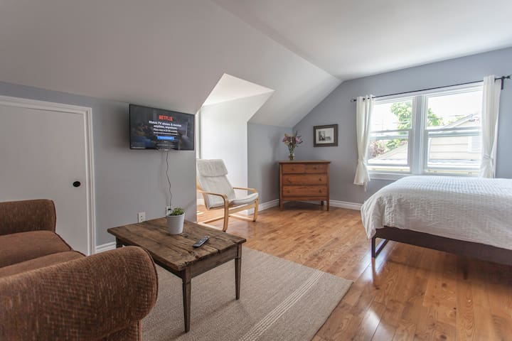August Morning BnB Rm 2 Orillia,ONT - Orillia