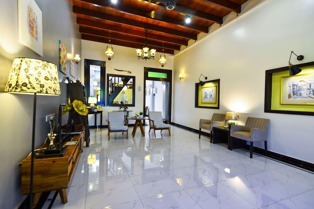 The egerton melaka villas for rent in melaka melaka for Balcony 52 melaka