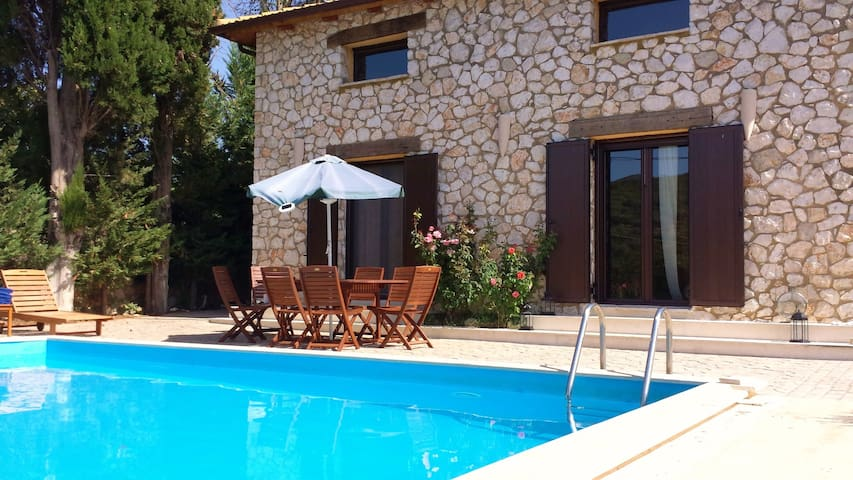 Villa Fuoco, private with pool!! - Marantochori - Villa