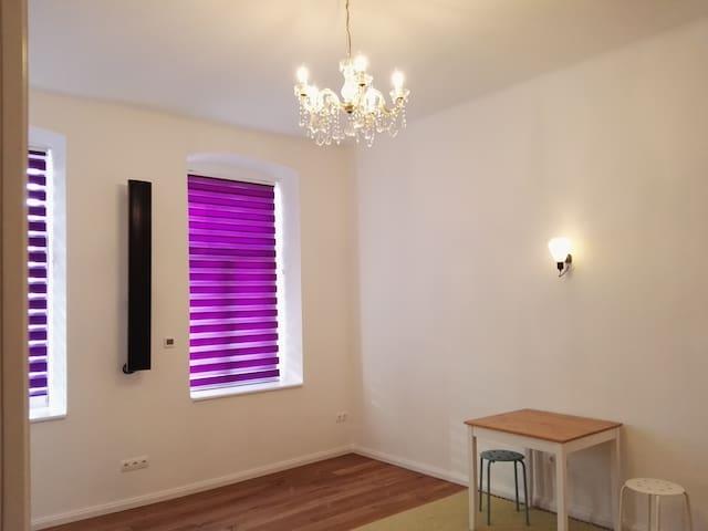 Zimmer/Kleinwohnung in Top-Lage in Wien (Währing)! - Wien - Apartment