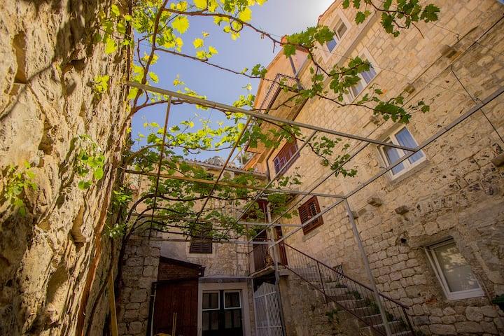 Hostel Omis central