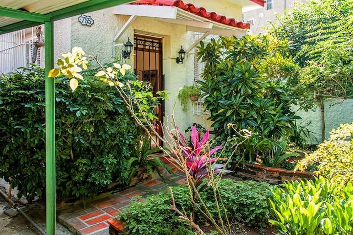 La Casa de Marivi Room 1 - Vedado - Rumah