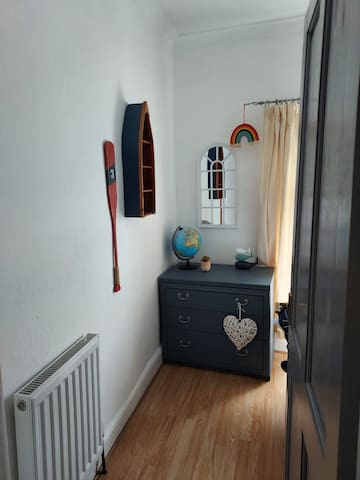 The cozy single bedroom