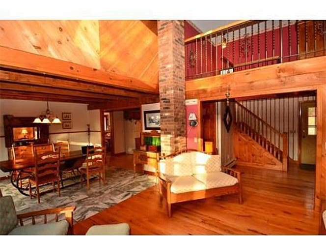 Spacious house in the heart of Mass - Boylston - Dom