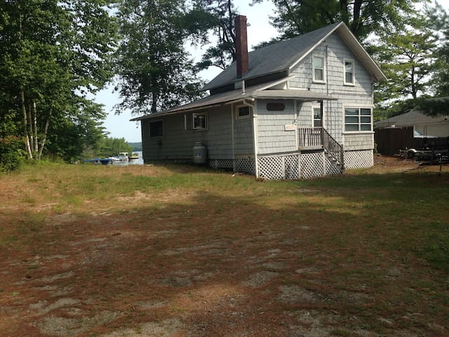 Lake Front Cottage w Private Beach - Windham - Hus