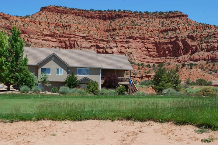 Beautiful setting nestled in between the red cliffs and the golf course!
